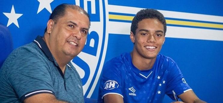 Découvrez Joao Mendes, le fils de Ronaldinho qui vient de signer son premier contrat pro